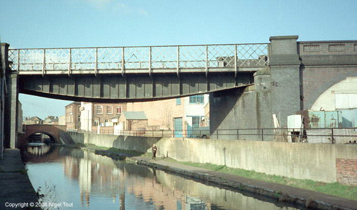 Ex-Great Central Railway bridge over Grand Union Canal, Leicester